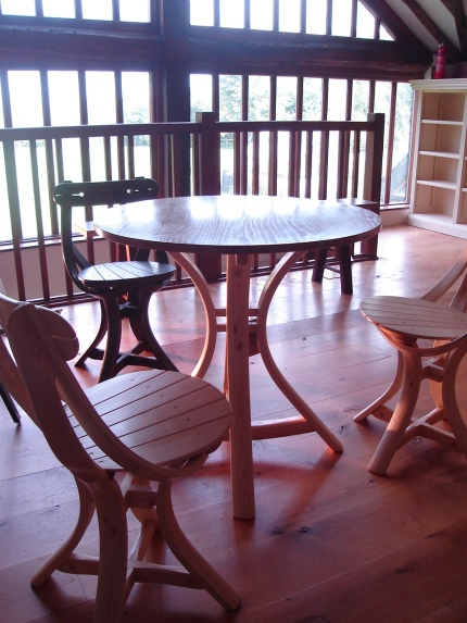 No.1 chairs with round table